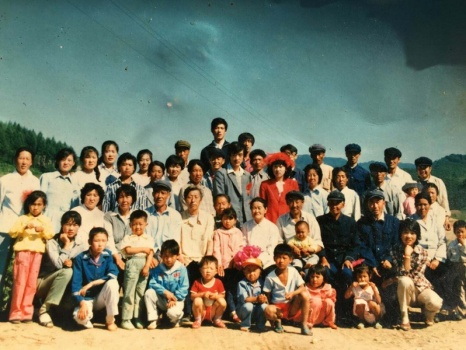 Group of Jacob Zhao's big family, taken on his wedding day in 1985