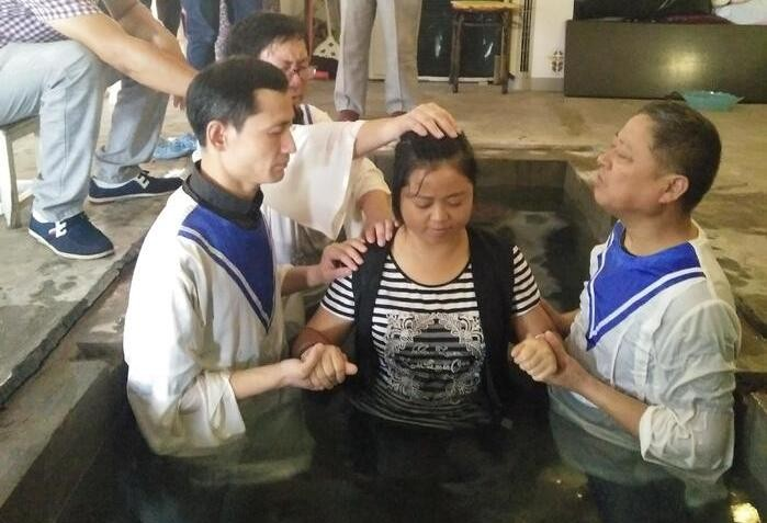 On July 28, 2018, the Gospel Church in Lin'an District held its annual summer baptism service.