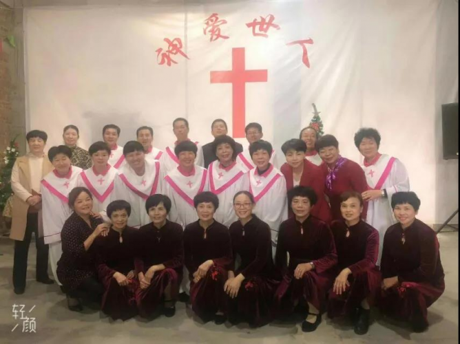 A congregation in Pinghe, Fujian, celebrated Christmas in an unfinished church.