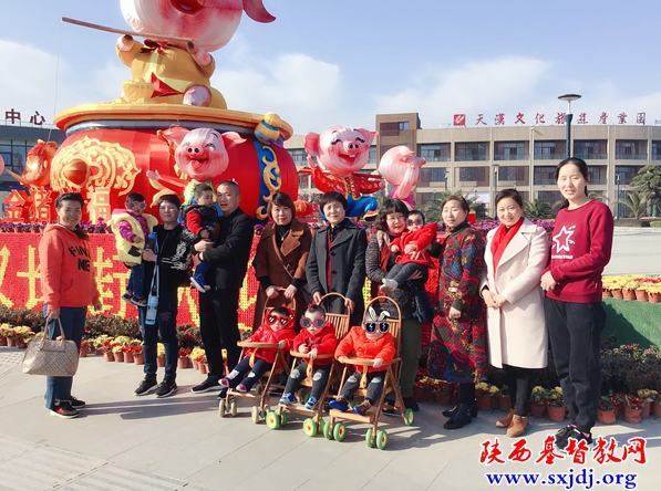 Group photo:  six volunteers from the Hanzhong Christian Social Service Department of Shaanxi visited a local children's welfare home on March 12, 2019.