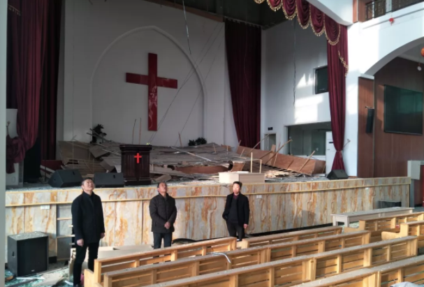 The Xiangshui County TSPM staff visited a destroyed church in Yancheng, Jiangsu.