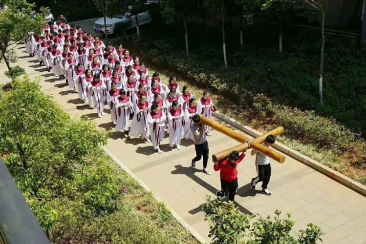Yunnan Theological Seminary held a traditional Good Friday procession on April 19, 2019.