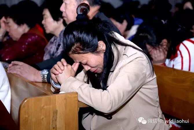 On Maundy Thursday, Wafangdian Church of Liaoning Province held an evening prayer in Taize style with the theme of