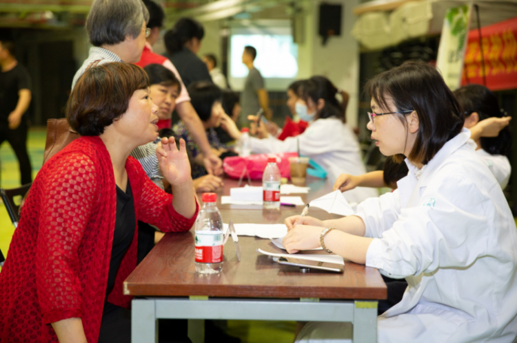 Hangzhou Agape Rehabilitation Hospital offered a free medical clinic in Chongyi Church on May 19, 2019.
