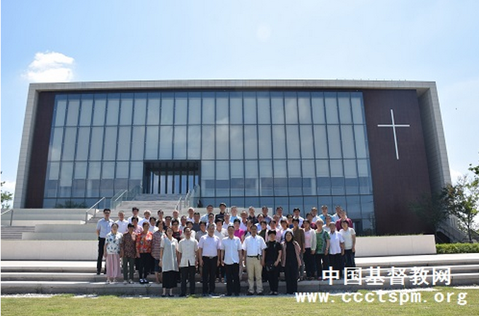 Group photo of local leaders and 50 students who attended the opening ceremony of Qingzhou TSPM's 14th Bible training program held on July 1, 2019