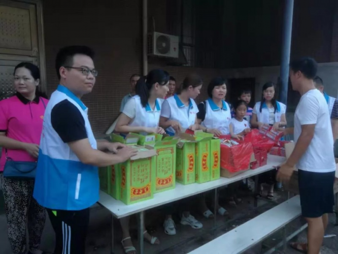 On August 3, 2019, the Lengshuitan Christian volunteer team of Yongzhou distributed to the residents of Xing'an Rehabilitation Center for People with Disabilities.