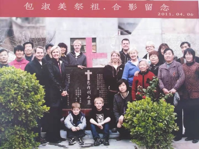 Group photo of the second granddaughter of Rev. Henry Cornelius Bartel named Bao Shumei and her family members