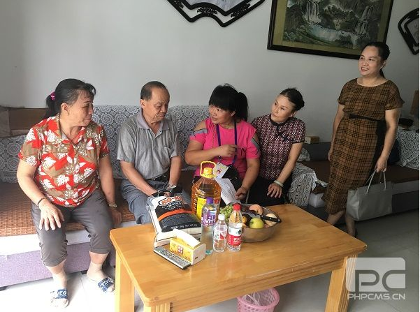 A visitation team of Guangxi Emmanuel Chapel visited an empty nester on August 8, 2019.
