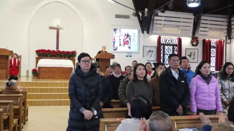 The newly baptized believers stood in Changsha Chengbei Church of Hunan on Dec. 22, 2019.