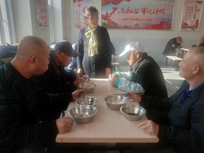 On Jan. 2, 2020, elderly residents of Helong Town Social Welfare Service Centre ate dumplings made by the volunteers of Hexin Church.