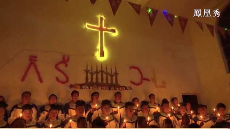 The choir of Meng'en Church in Dapingtan Village, Wuhua District, Kunming, Yunnan, sang Silent Night before the Christmas of 2019.