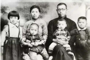 The family photo of Pastor Pan Yanggui, March 28, 1943