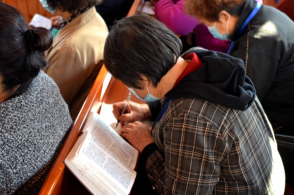 On October 13, 2020, more than 120 church leaders and pastors attended the training class  in  Liaoning Province. They were taking notes carefully.