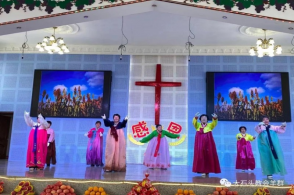 The members of Hebei Church in Dashitou Town, Jilin Province, performed a dance in the thanksgiving praise service held on November 22, 2020.