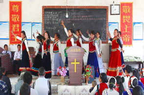 Chinese Lisu Christians Mark Easter with Dance and Hymn